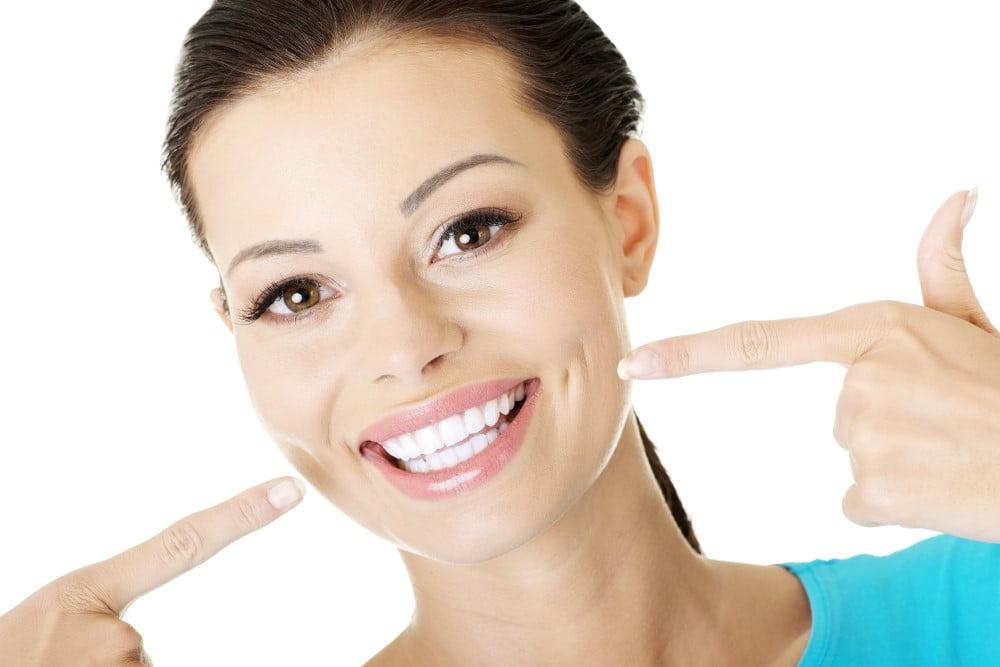 Kvinde med flotte tænder